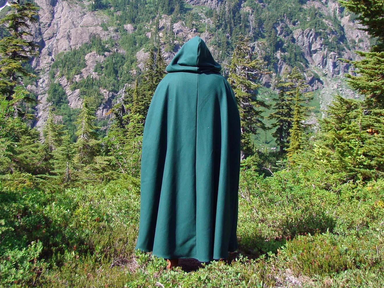 medieval_cloak_wool_10.jpg