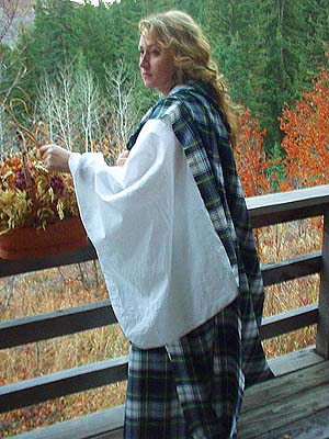 Authentic Ancient Scottish Clanswoman's 100% Worsted Wool Tartan Arisaidh