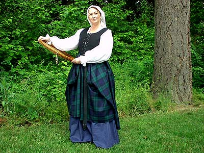 Early Renaissance Period Scottish Highland Arisaidh (c. 1460 - 1600) with Full Length Chemise in Linen or Cotton, Under-Skirt, and Kertch or Tam o Shanter!!